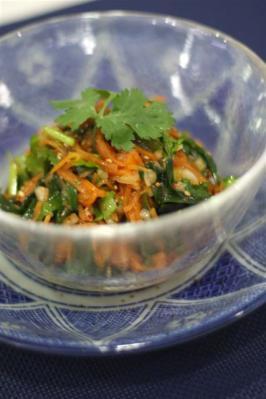 香菜とニラニンジンのエスニックサラダ