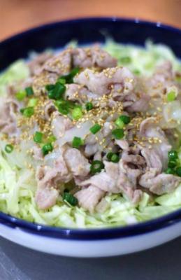 豚肉と玉ねぎの塩麴炒め