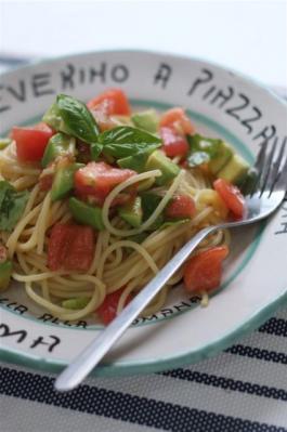 アボカドとトマトの冷製パスタ