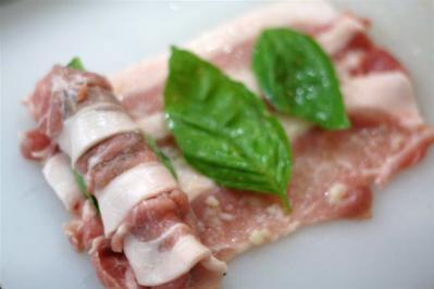 バジル入り塩麴豚ロールステーキ3