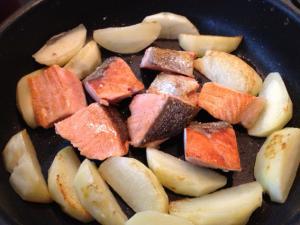 フライパンで鮭とじゃがいものチャンチャン焼き3