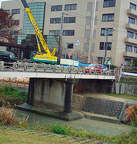歩道橋工事