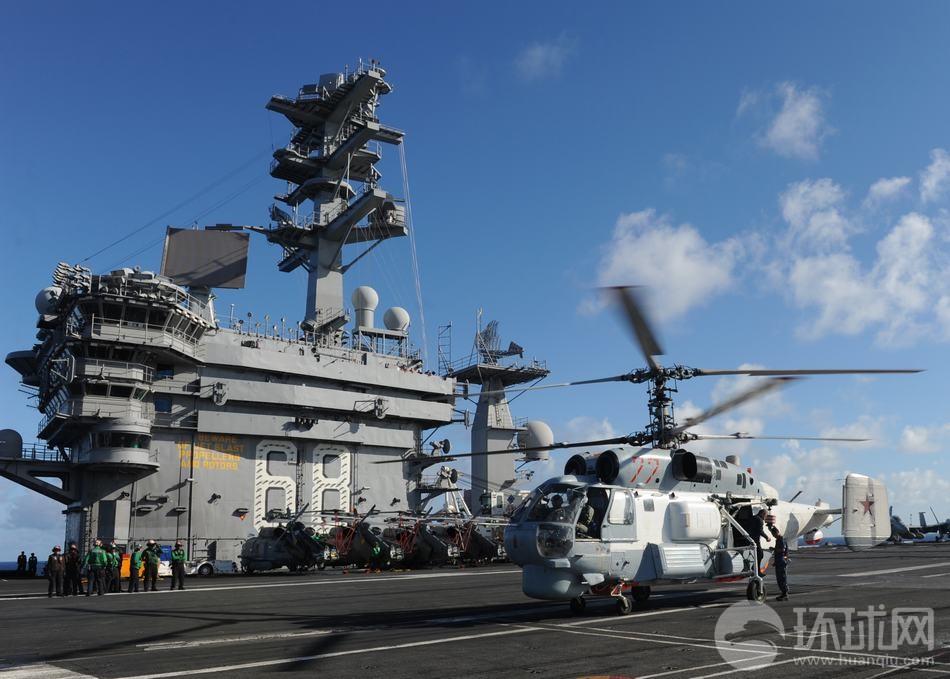 米空母に着陸するロシア海軍のKa-27ヘリコプター
