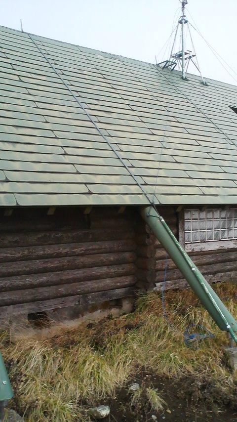 三の塔避難小屋