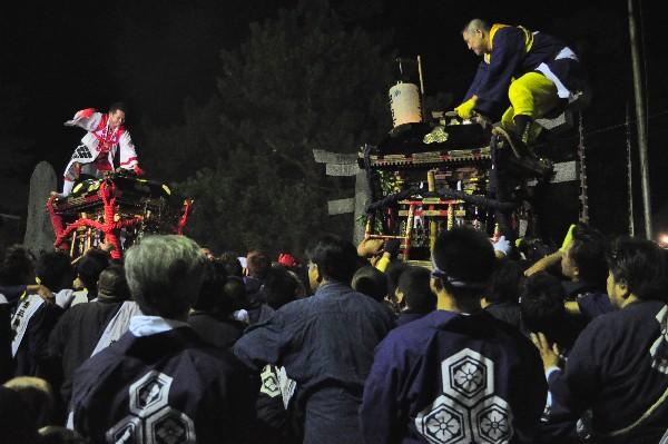 三津厳島神社 古三津南神輿と三津北神輿が鉢合わせ