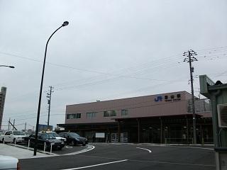 Westjr-toyama-temporary-station[1]