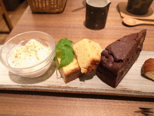 豆乳プリンと玄米パウンドケーキとごぼうガトーショコラ