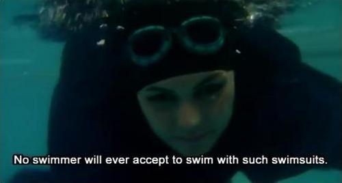 イスラムの女性水泳