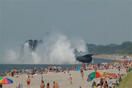 巨大揚陸艦