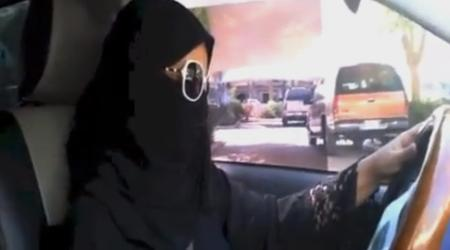サウジアラビア女性運転