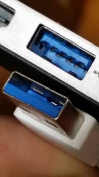 USB3のPCとケーブル