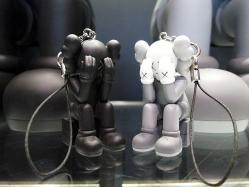 KAWS COMPANION (PASSING THROUGH) KEYHOLDER