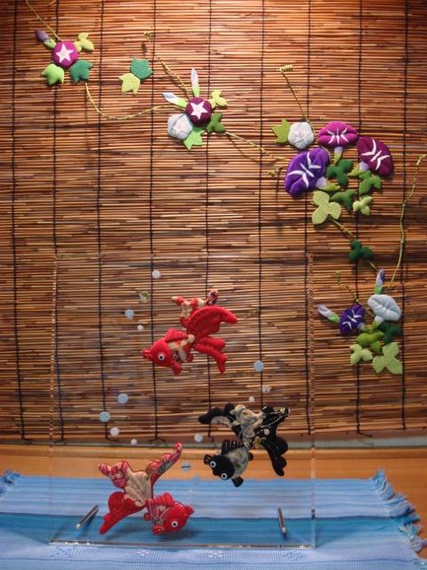 玄関飾り完成、朝顔タペストリーと金魚スタンドがお出迎え 2012-05-25 001 (480x640)