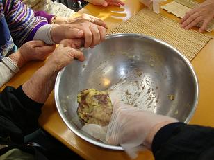 東京都 足立区 老人保健施設(入所・通所・短期入所) 千寿の郷 日曜クッキング 芋ようかん