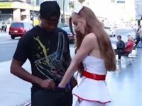 セクシーナースが街中で道行く人の金玉を握って精巣癌の検査をしちゃう動画