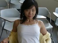 女子大生が学校で撮影したノーブラ乳首ポッチ画像