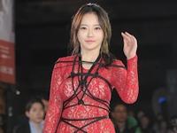 韓国の美人女優 ハンセアが緊縛&パンチラファッションで映画祭のレッドカーペットに登場