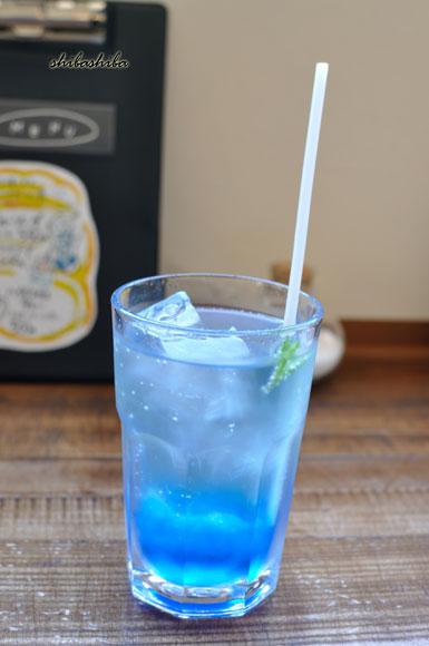 青いソーダ
