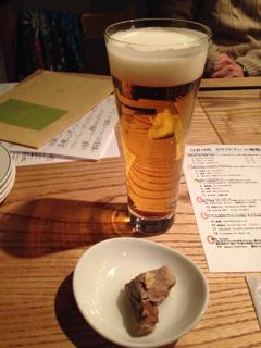 ヱビスビールとお通しの牛タンおでん