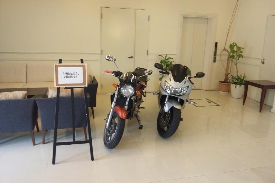 待合室のバイク