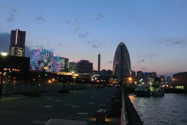 横浜港新港埠頭 夜景
