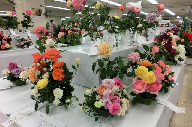 会員の方が丹精込めた花を使ったアレンジメント