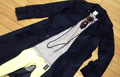 蛍光色パンツにはベーシックな色が合います