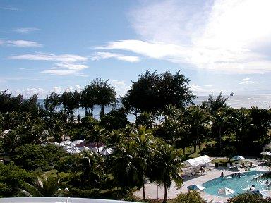 テラスから眺める午後の海は青くまぶしいdownsize
