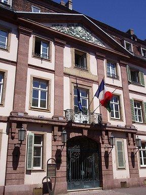 ColmarのLa Mairie(市役所)は落ち着いた風格downsize
