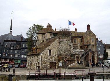 HonfleurのHotel de Villeは古式蒼然REVdownsize