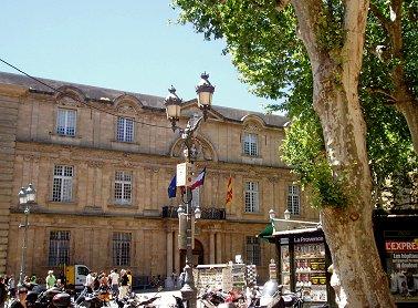 Aix en Provence Hotel de Ville 正面REVdownsize