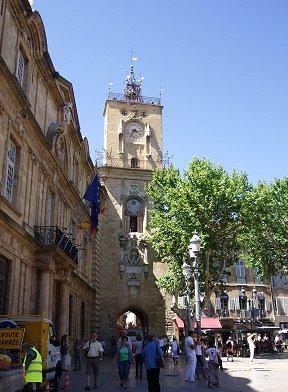 Aix en ProvenceのHotel de Ville前は憩いの空間REVdownsize