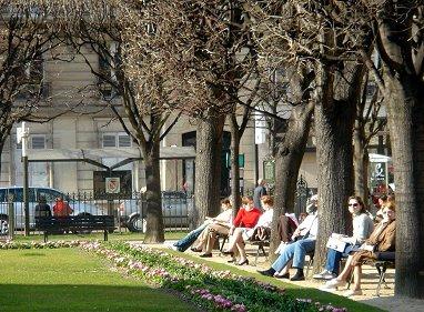ルヴァロワ市庁舎早春のひなたぼっこREVdownsize