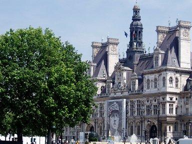 パリHotel de Villeには巨大なドゴールの写真がREVdownsize