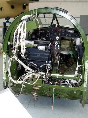 レストア中のBlenheim機のシンプルなコックピット周りdownsize