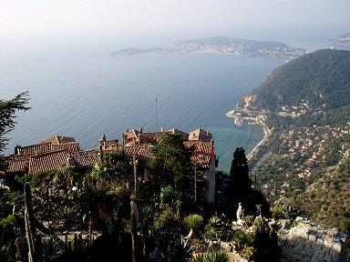 丘の頂上から地中海を眺めるdownsize