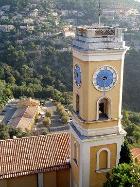 小さな鐘楼はパステルでオシャレですdownsize