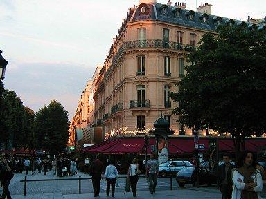 Champs-Elysees(シャンゼリゼ)大通のFouquets(フーケット)REVdownsize