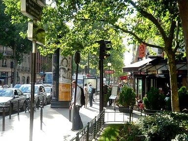 Saint-Germain(サンジェルマン)通メトロMaubert-MUtualite(モベールミチャリテ)そばのカフェREVdownsize
