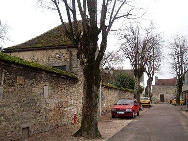 旧市街入口に向かう城壁の小路downsize
