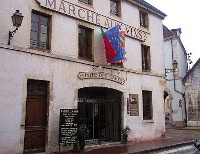 立派な構えのワイン市場入口EU旗の意味はREVdownsize