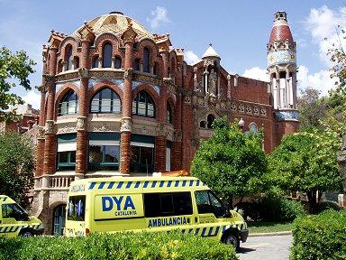 訪れた当時病院はまだ現役で救急車がいますdownsize