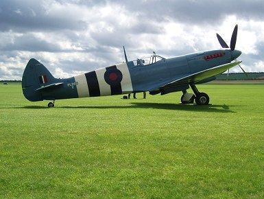 PRUブルーの写真偵察型Spitfire XI PL965 REVdownsize