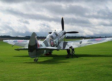 ちょっと振ったラダーと尾輪がキュート253中隊Spitfire IX PT462 REVdownsize