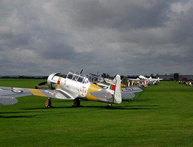 銀翼がきらめくTexanはポルトガル空軍マークREVdownsize