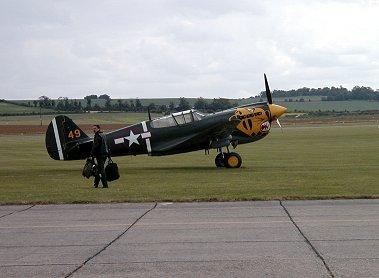 フライトに向かうP40 WarhawkのデモパイロットREVdownsize