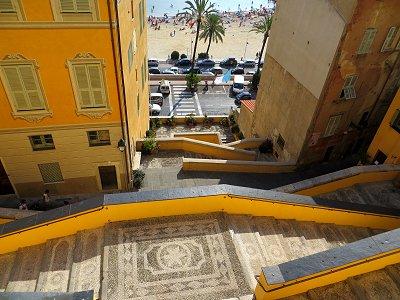 海に向かって黄色い稲妻Saint-Michel教会の参道downsize
