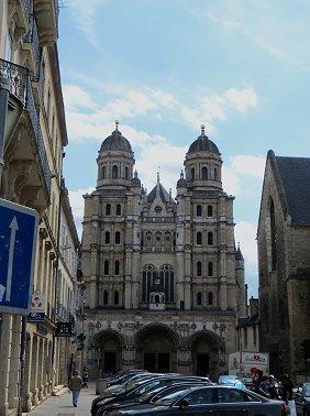 Eglise St Michel を遠望REVdownsize
