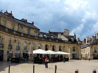 美しいカーブのフランソワ・リュード広場downsize