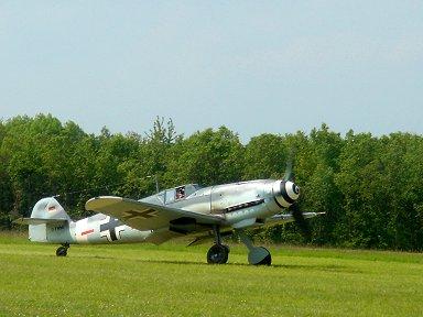 離陸する(好敵手Bf109の多分G型 Ferte Alais Air Showにて downsize